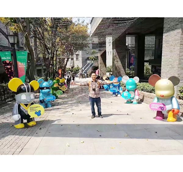 重庆QEE卡通玻璃钢雕塑案例