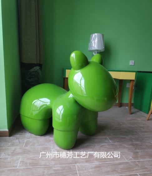 卡通木马北极熊雕塑海南儋州海花岛欧堡酒店装饰案例