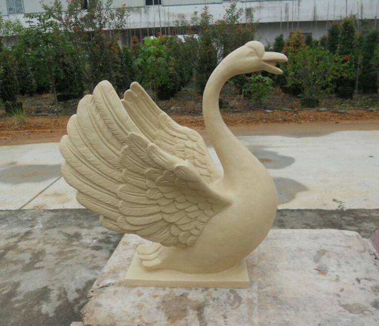 天鹅砂岩雕塑