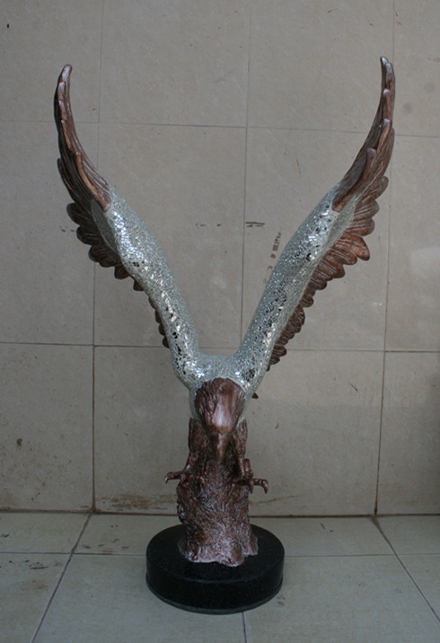 玻璃钢老鹰马赛克雕塑