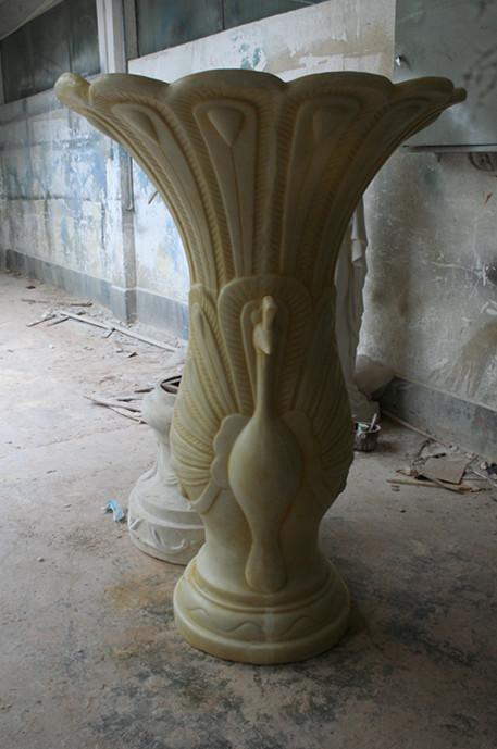 白色孔雀砂岩花瓶