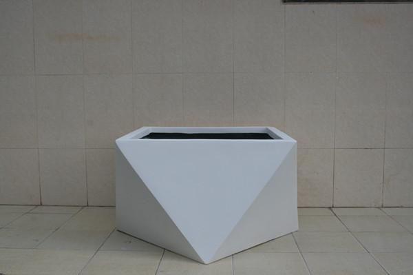 玻璃钢白色异形花盆