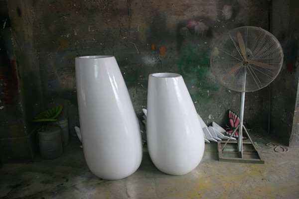 商场白色蛋型组合花器