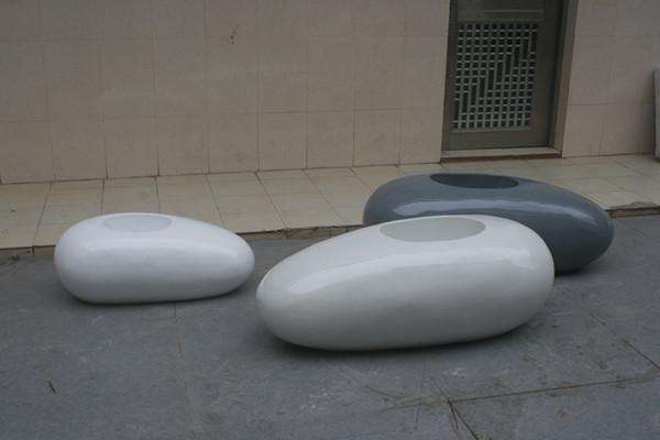 白色鹅卵石景观玻璃钢花盆