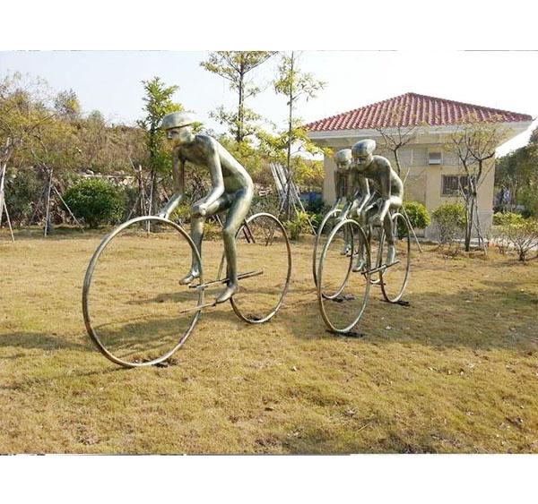 户外仿铜骑自行车雕塑