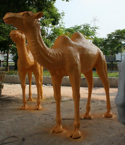 玻璃钢金色骆驼雕塑