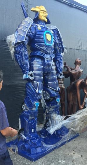 人物雕塑   玻璃钢变形金刚雕塑