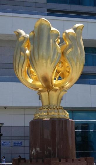 商场雕塑        摆设花玻璃钢雕塑