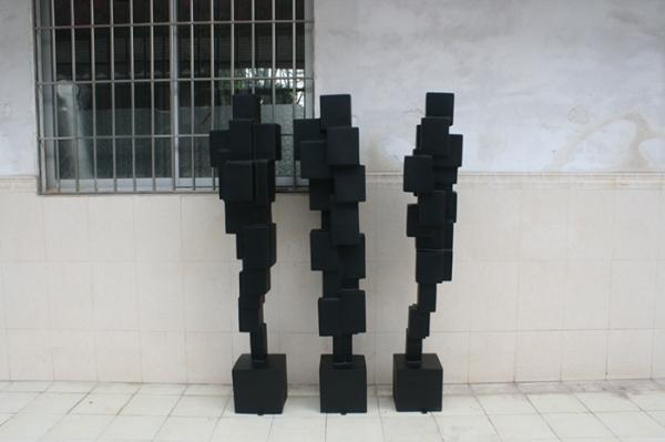商业街雕塑   方形柱玻璃钢雕塑