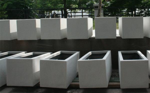 浅白色玻璃钢组合花槽