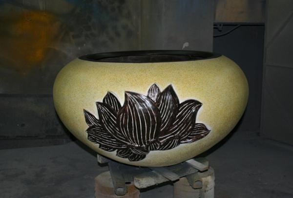 花盆         玻璃钢表面带花花钵