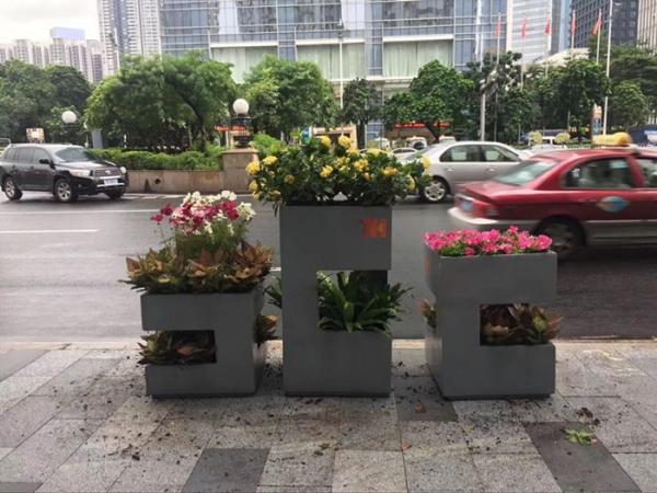灰色异形街道玻璃钢组合花盆