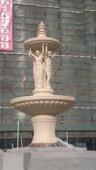 砂岩人物喷泉雕塑