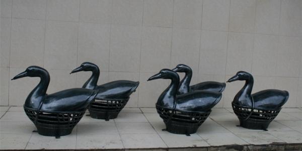 喷泉雕塑         鸭子玻璃钢雕塑