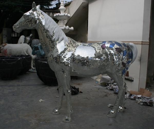 玻璃钢马马赛克雕塑