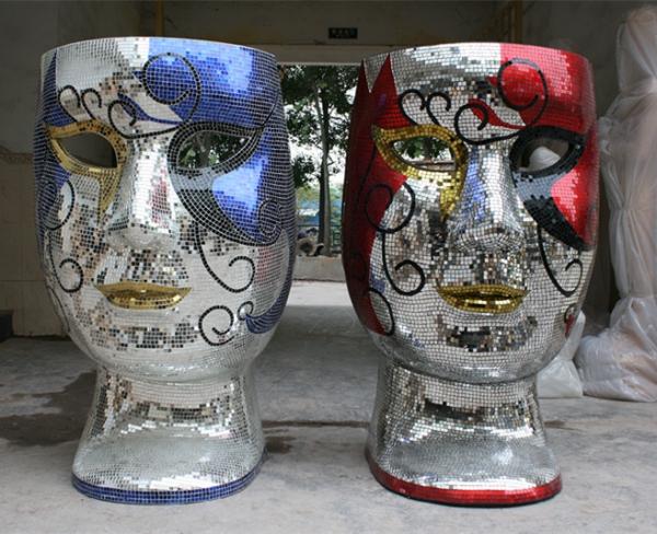 彩色马赛克人物面具雕塑
