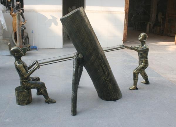 玻璃钢雕塑        步行街拉锯小孩雕塑
