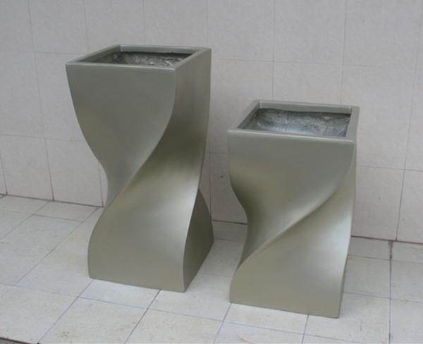 银色玻璃钢扭形花盆组合