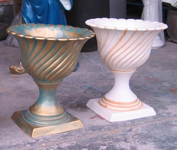 灰白色杯状玻璃钢组合花盆