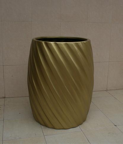 黄色斜纹状玻璃钢花盆