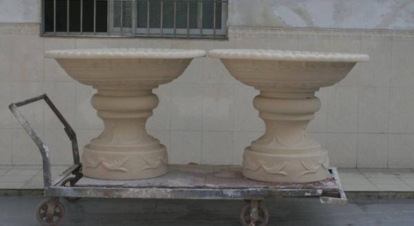 乳白色砂岩大花盆组合