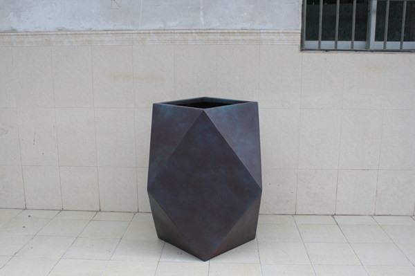 玻璃钢灰色异形花盆