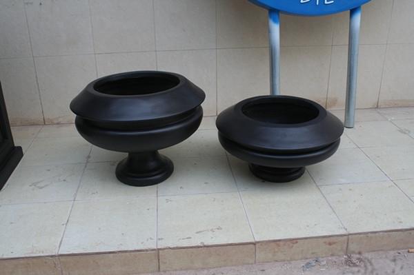 欧式玻璃钢黑色花盆组合