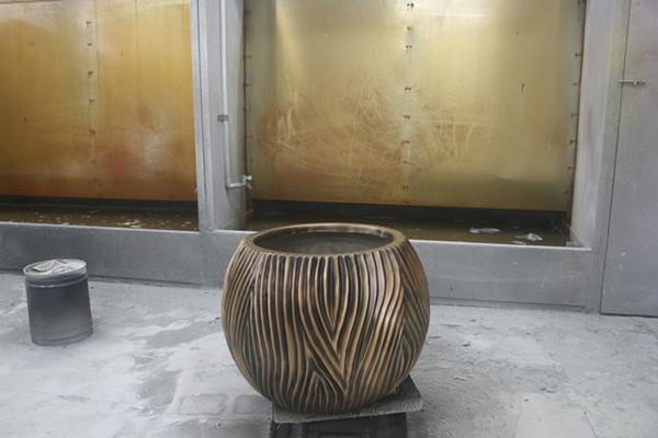 玻璃钢铜色条纹状花钵