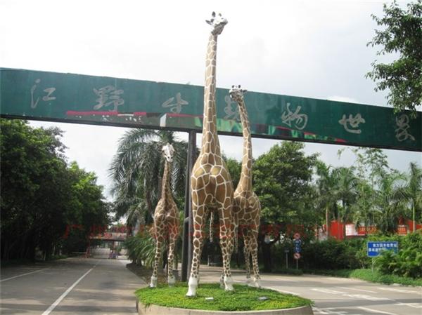 长颈鹿玻璃钢雕塑仿真动物