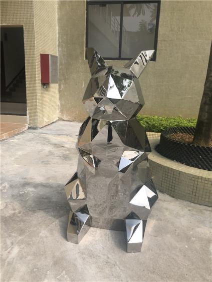 不锈钢几何兔子雕塑