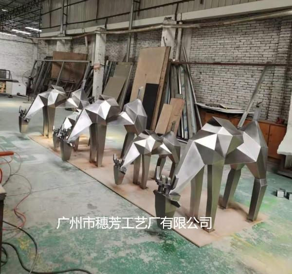 不锈钢几何切面鹿雕塑